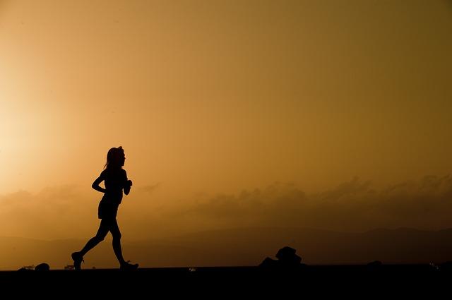betydningen af drømme om løb, gå, halte el. kravle - drømmetydning og drømmesymboler